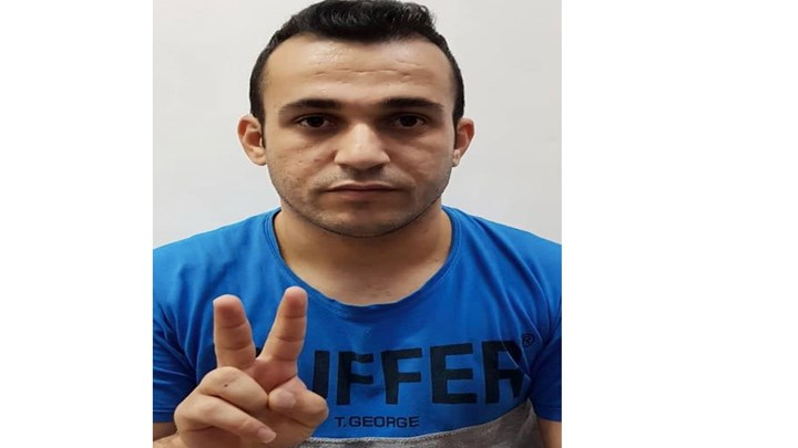 Ramin Hossein Panahi sew his lips